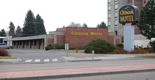 Check Expedia for Availability of Chinook Motel