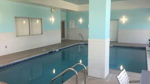 실내 수영장, 수영장 파라솔, 일광욕 의자