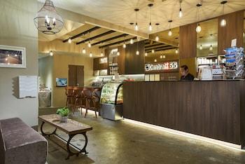 中央 65 號旅館 及咖啡館