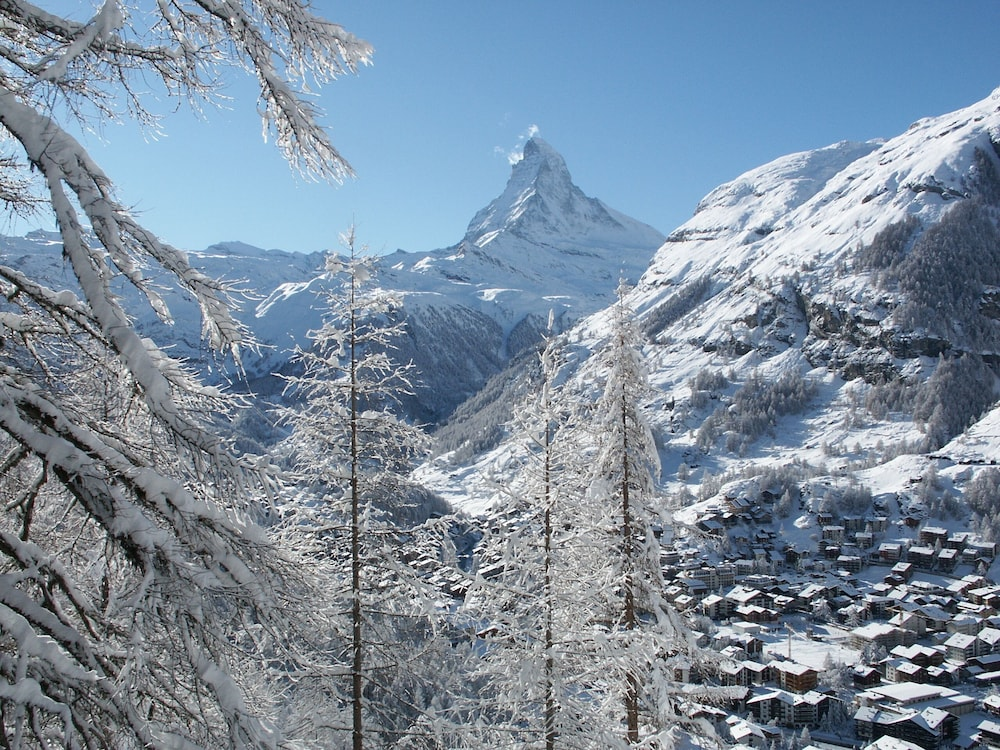 Snow and Ski Sports, Alpenhotel Fleurs de Zermatt