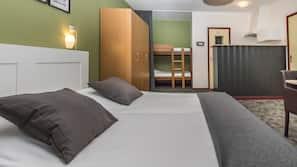 Een kluis op de kamer, verduisterende gordijnen, gratis wifi