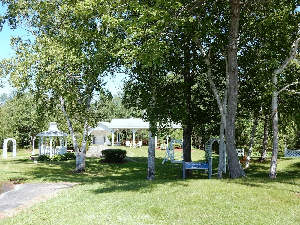 Outdoor Wedding Area, Danny's Hotel Suites, SureStay Collection by Best Western