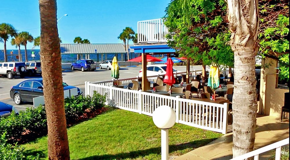 Outdoor Dining, Inn on the Gulf