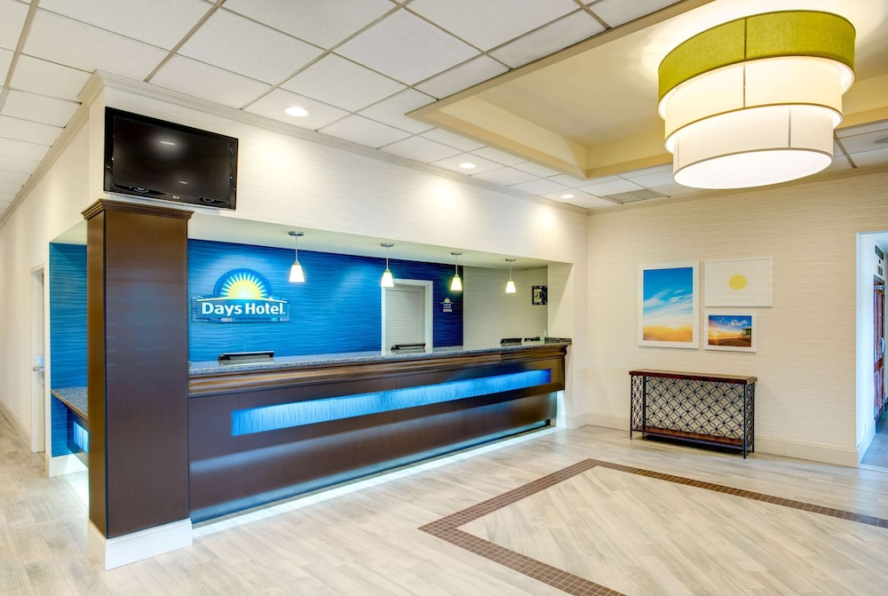 Lobby, Days Hotel by Wyndham Toms River Jersey Shore