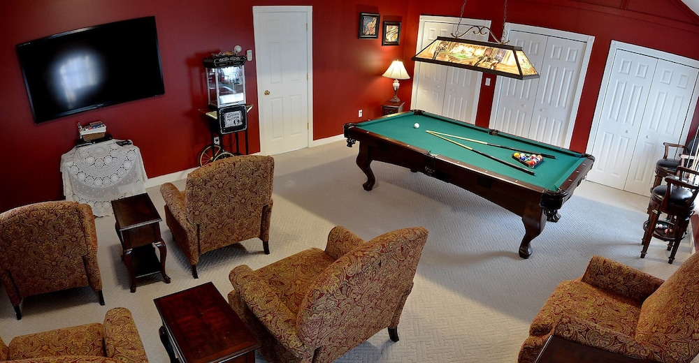 Billiards, 1862 Seasons on Main Bed and Breakfast