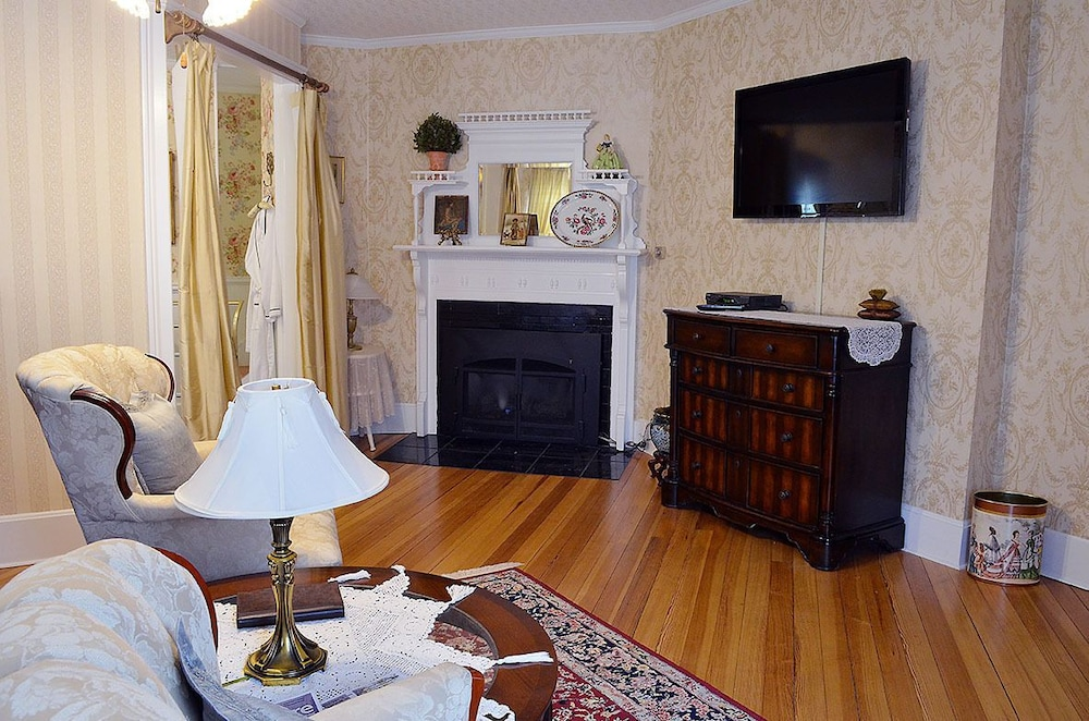 Living Area, 1862 Seasons on Main Bed and Breakfast