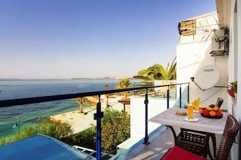 Beachfront Villa Mediteran