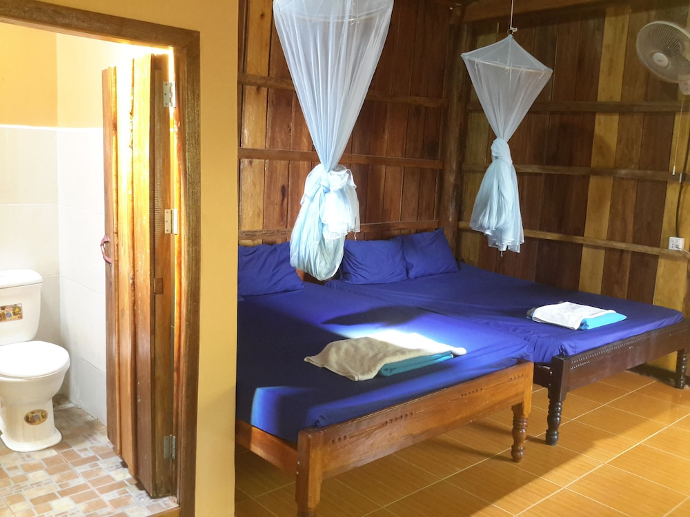Room, Island Palace Bungalows Resort