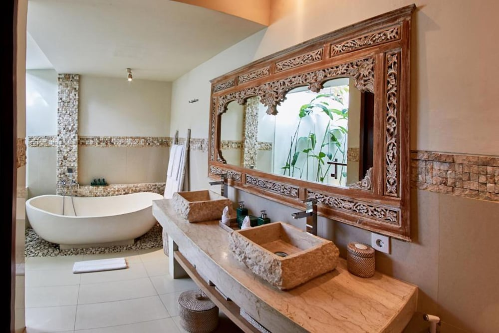 Bathroom, The Royal Purnama