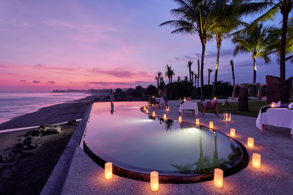 Infinity Pool, The Royal Purnama