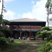 Aloha Crater Lodge and Lava Tube