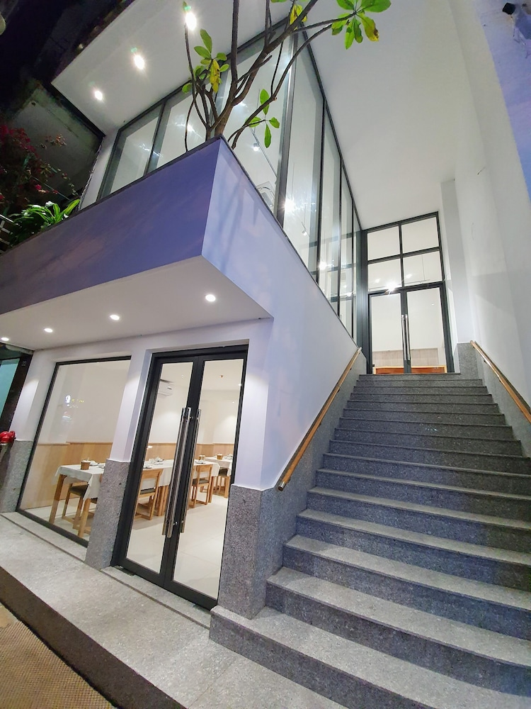 Front of Property, Queen Hotel Ninh Binh