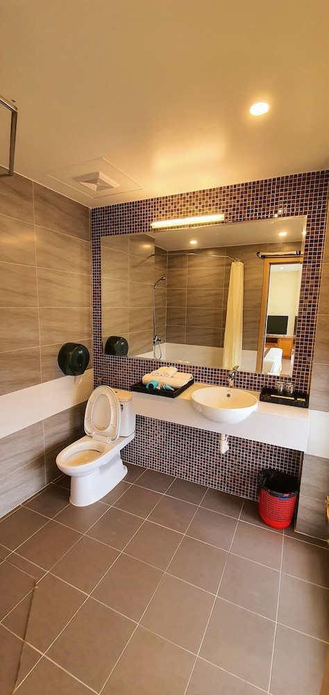 Bathroom, Queen Hotel Ninh Binh