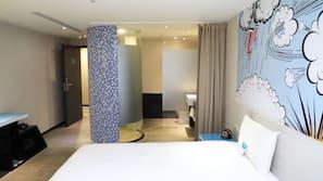1 間臥室、羽絨被、房內夾萬、家具佈置各有特色