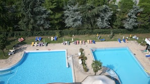 Piscina coperta, 3 piscine all'aperto, lettini