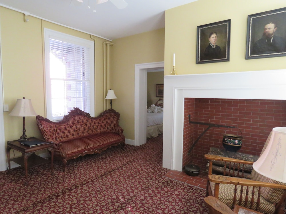Living Area, The Swope Manor Bed & Breakfast