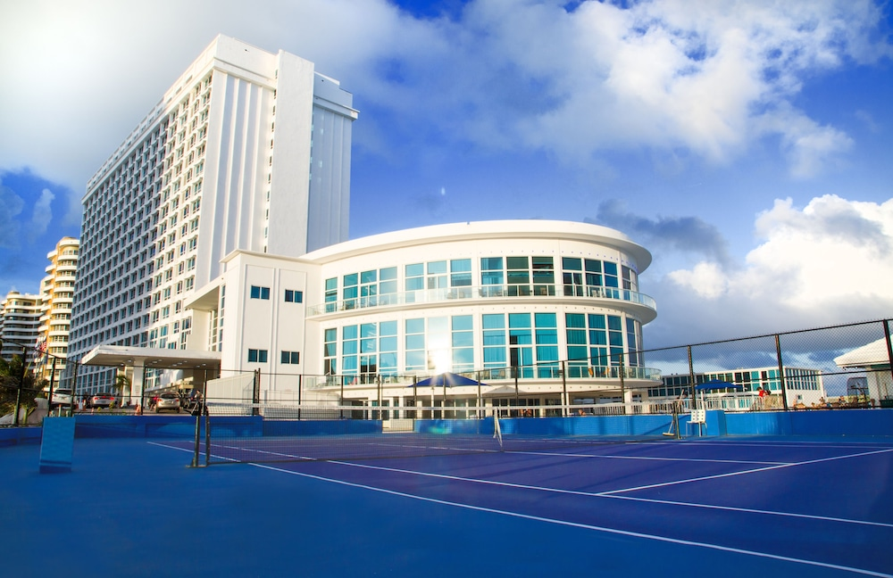 Tennis Court, Beach Apartments - Free Parking