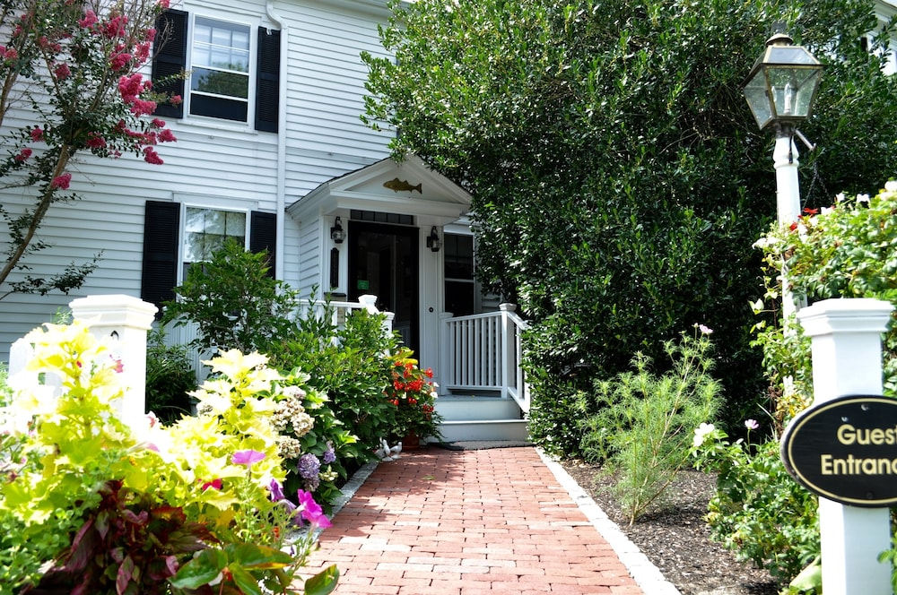 Property Entrance, Candleberry Inn on Cape Cod