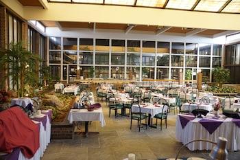 Altoona Grand Hotel Conference Center Altoona 62 Room Prices Reviews Travelocity