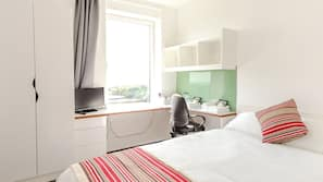 Laptop workspace, iron/ironing board, free WiFi, bed sheets
