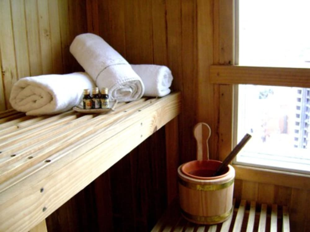Sauna, InterTower Hotel