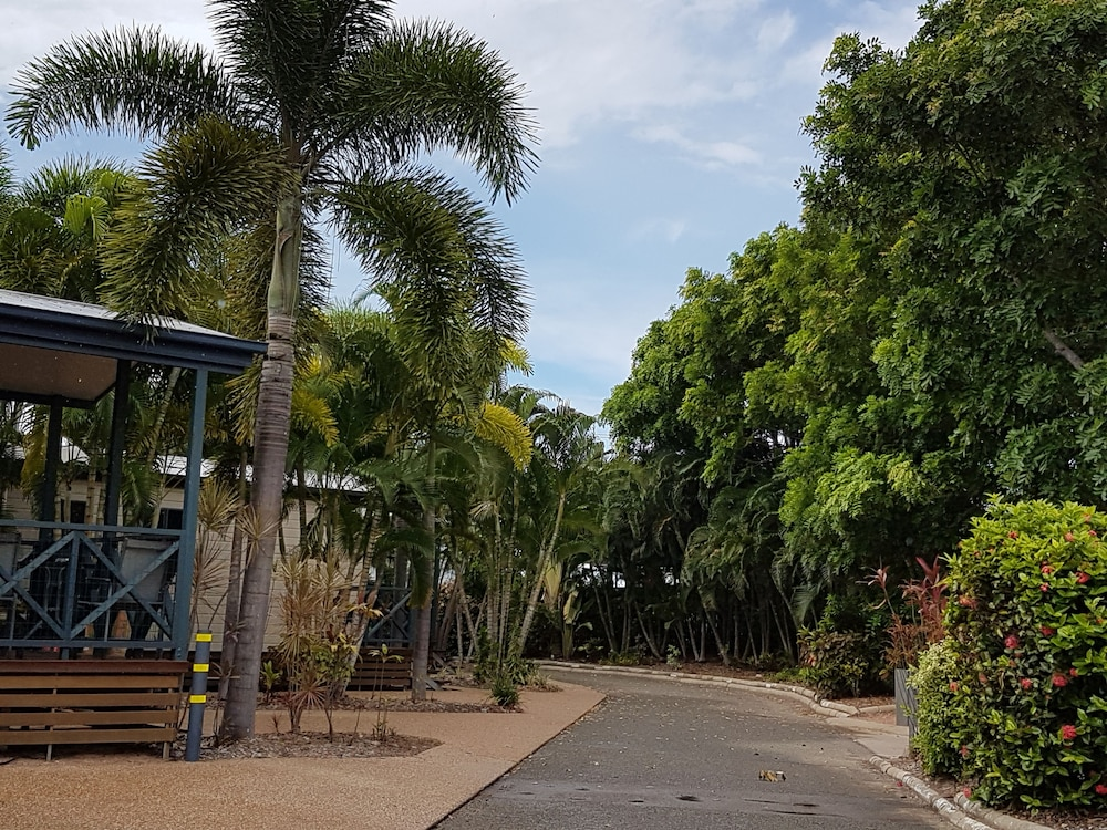 coral coast tourist park 2019 room prices deals. Black Bedroom Furniture Sets. Home Design Ideas