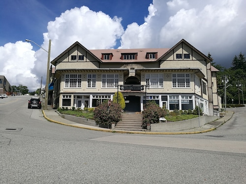 Great Place to stay Rodmay Heritage Hotel near Powell River