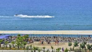 Plage privée à proximité, chaises longues, parasols, beach-volley