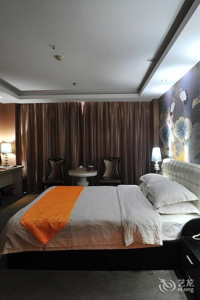 Book baroque hotel wuhan hotel deals for Baroque hotel