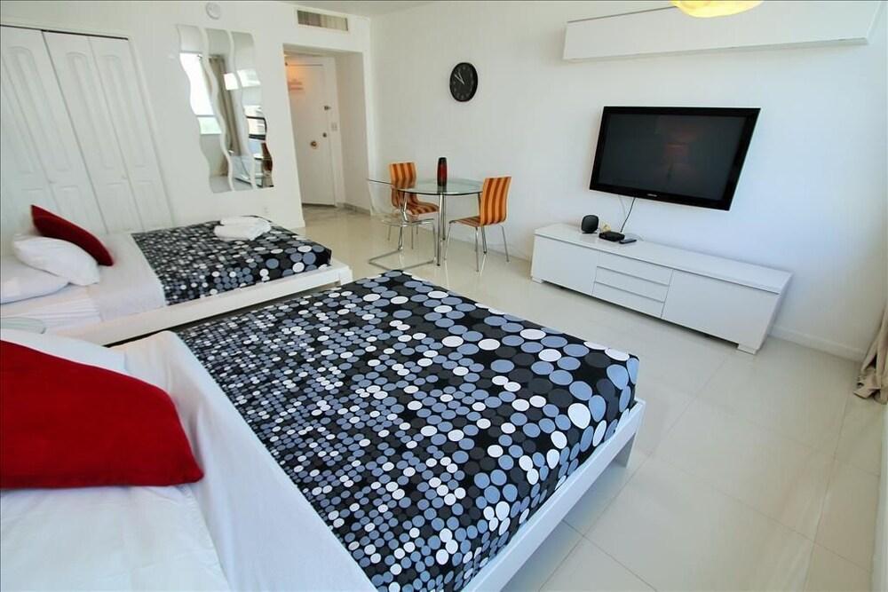 Soleil Apartments at Castle Beach Club