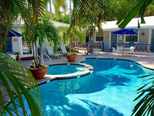 Outdoor Pool, Coral Reef Guesthouse