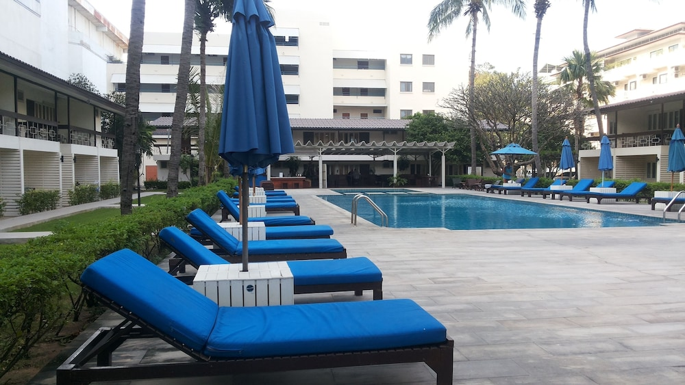 Outdoor Pool, Nautical Inn
