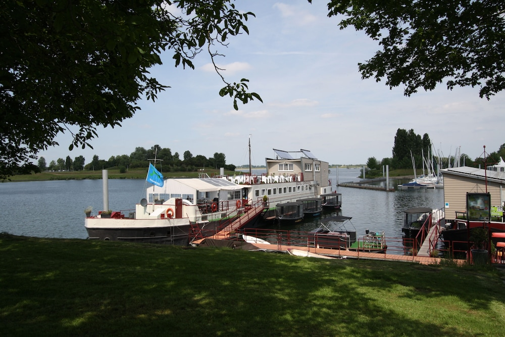 Featured Image, Botel Ophoven