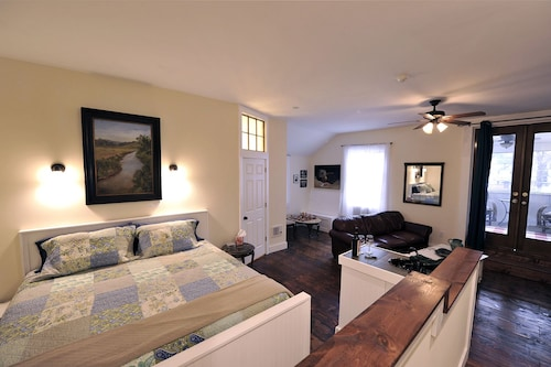 Great Place to stay Hall House Hotel near Dahlonega