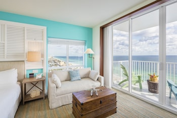 Two Bedroom Ocean Front Sunrise Suite 1 King bed and 2 Queen Beds - Guestroom