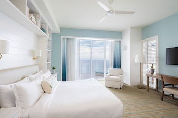 Ocean Front 1 King Bed - Guestroom