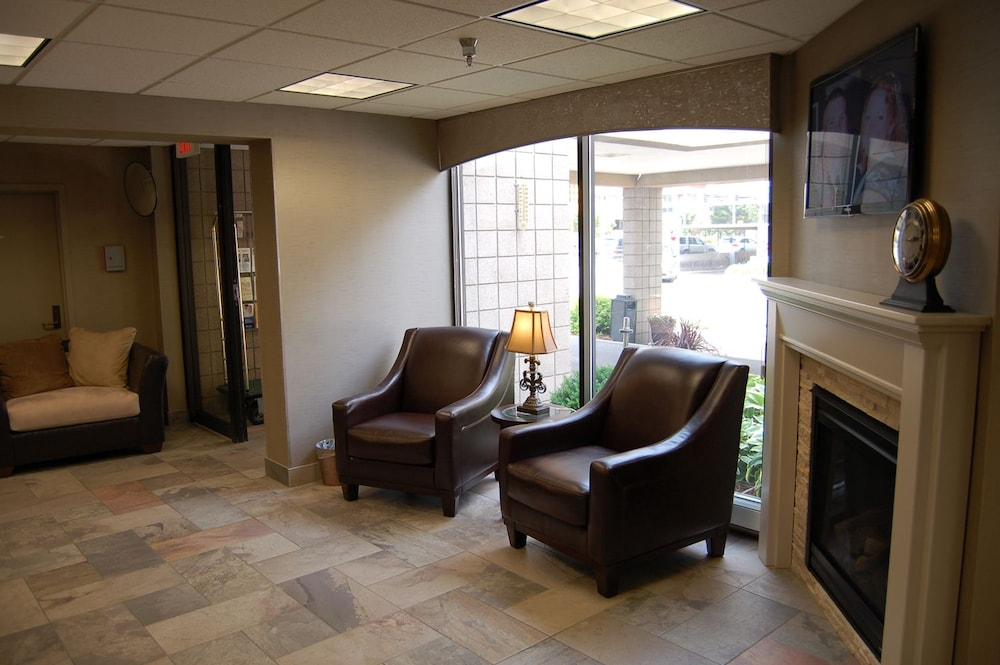 Living Area, Brentwood Inn & Suites