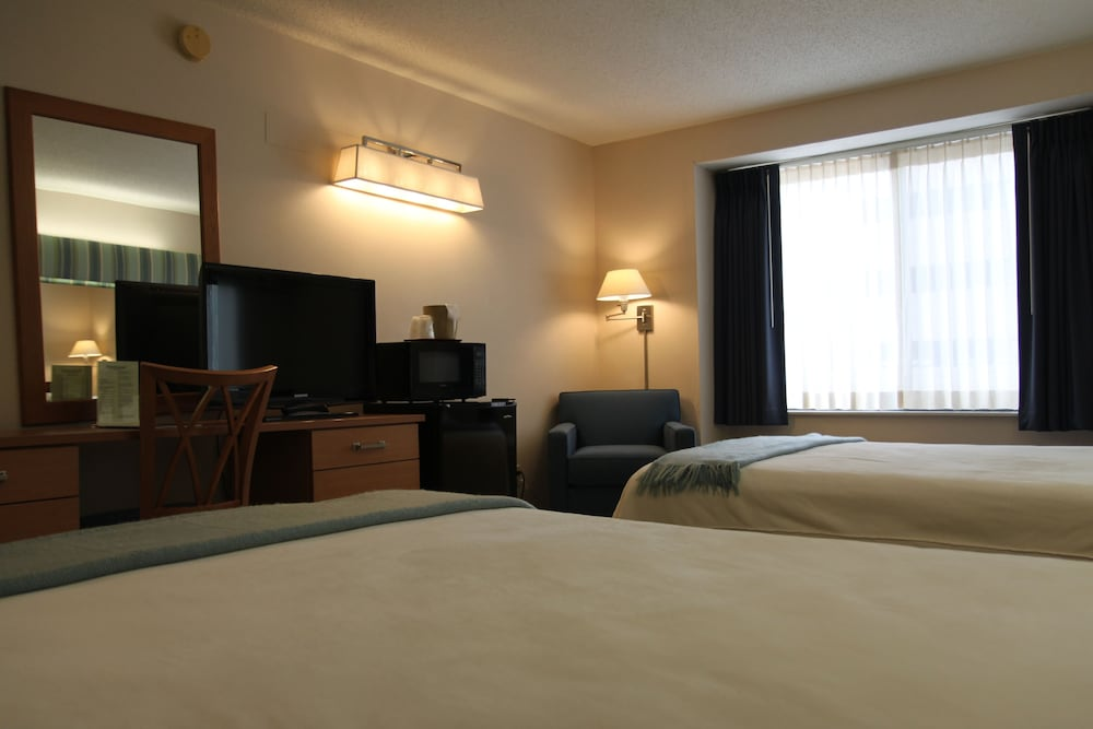 Room, Brentwood Inn & Suites