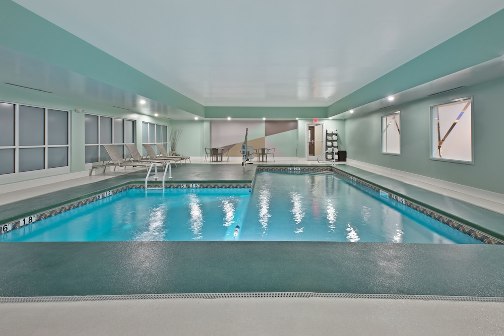 Pool, Holiday Inn Express & Suites New Cumberland, an IHG Hotel