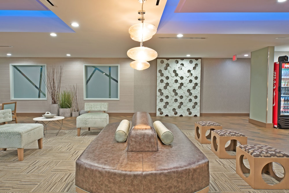 Lobby, Holiday Inn Express & Suites New Cumberland, an IHG Hotel