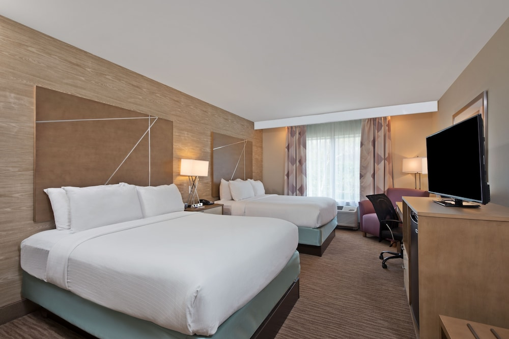 Room, Holiday Inn Express & Suites New Cumberland, an IHG Hotel