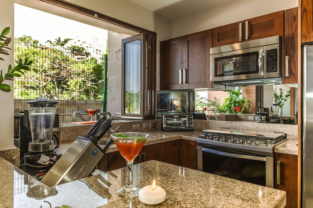 Private Kitchenette, Pinnacle Resorts 220