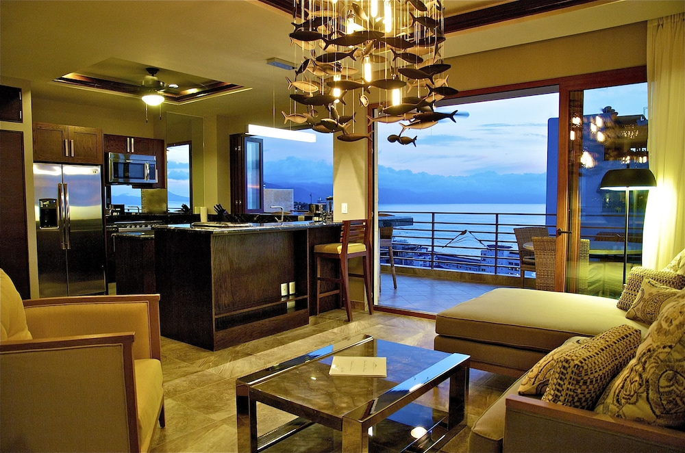 Private Kitchen, Pinnacle Resorts 220