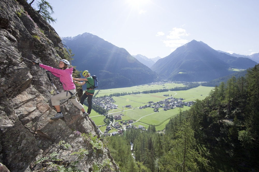 Outdoor Rock Climbing, Panorama Appartements
