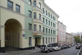 モスクワ中心部で観光地を巡りたいと思っているので、アクセスが良いホテルを教えてください