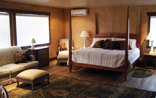 Room, Canyon Vista Lodge