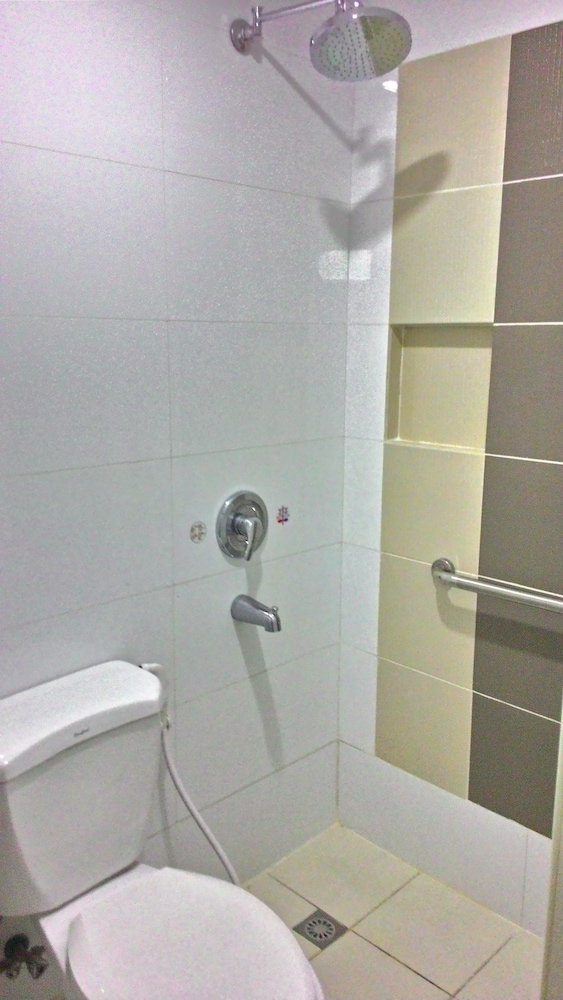 Bathroom Shower, Hotel Sogo Sta Mesa