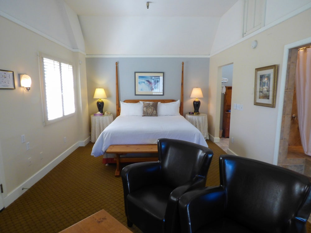 Room, Briarwood Inn