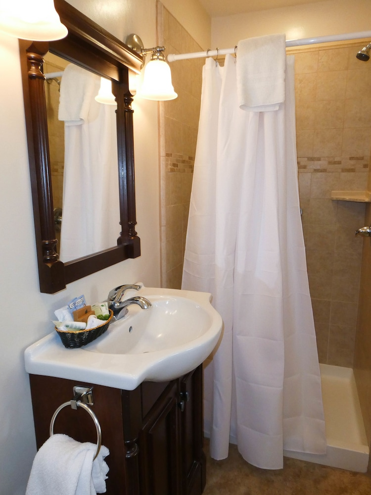 Bathroom, Briarwood Inn