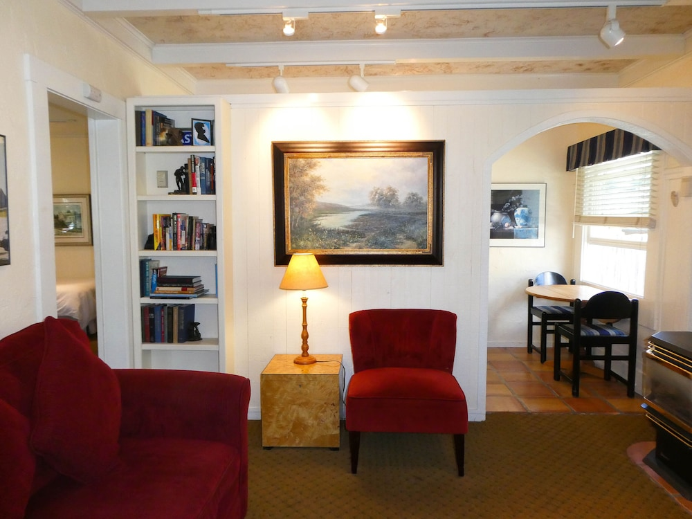 Living Area, Briarwood Inn